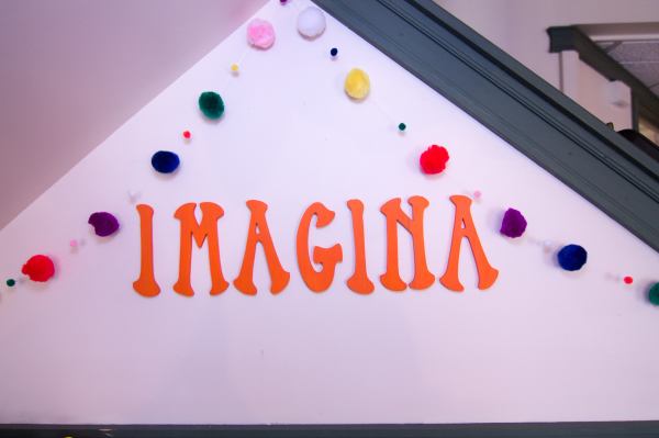 Spanish imagina (imagine)